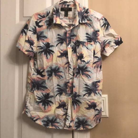 67344a642e9 Forever 21 Men Short Sleeve button down Shirt